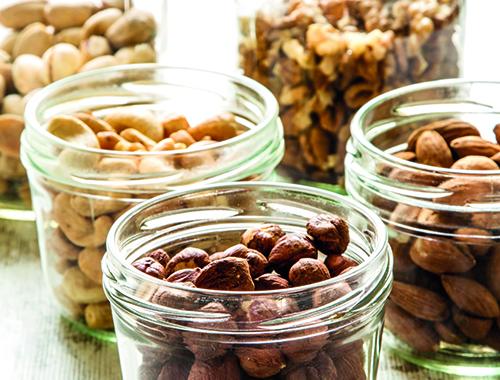 Kerne, Nüsse, Nussprodukte